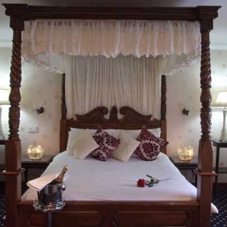 The Appledore Suite 4 Poster Bed