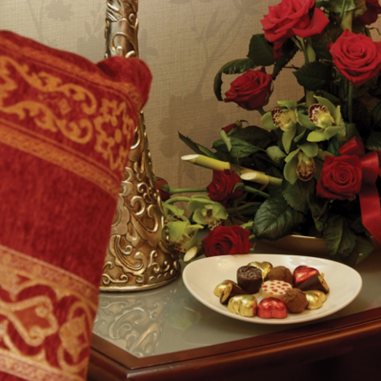 Chocolates next to a bed at the Durrant House Hotel