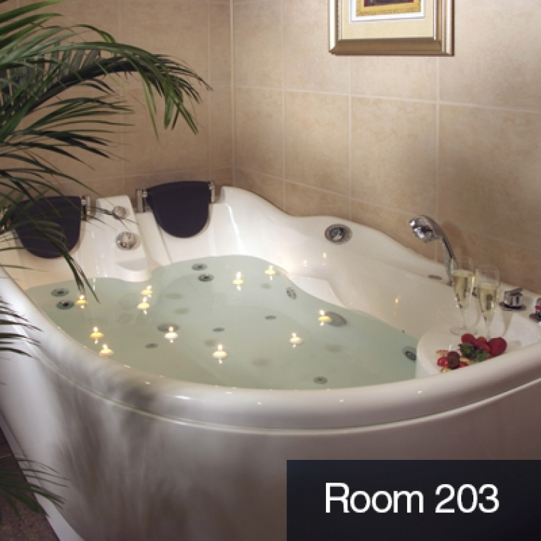 Romantic Breaks in Devon - Our Jacuzzi Suite with a candlelit jacuzzi at the Durrant House Hotel